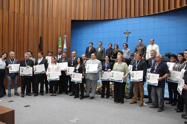 Personalidades agraciadas com a Medalha do Mérito Cultural Maria da Glória Sá Rosa em sessão solene na Assembleia Legislativa - Crédito: Foto: Wagner Guimarães