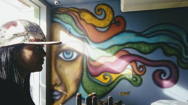 Uma das artes de Marilena Grolli, grafiteira que ministrou oficinas em bairros da Capital -
