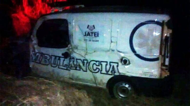 Ambulância e caminhão se envolvem em acidente na MS-376 entre Vicentina e Jateí -