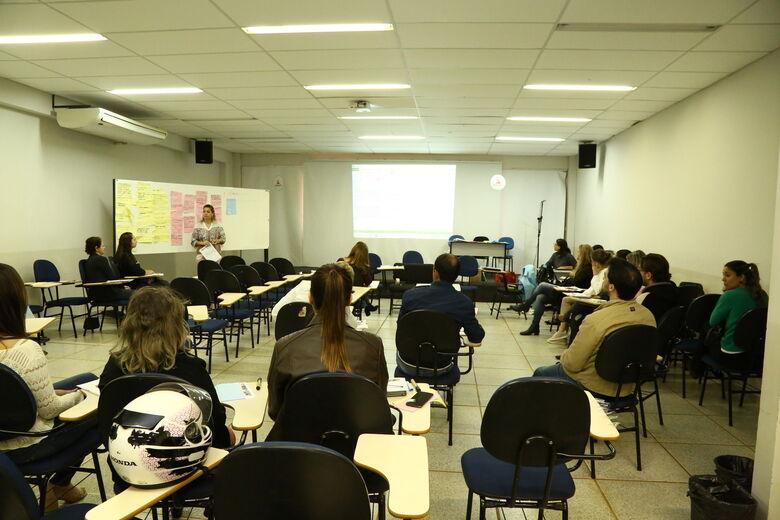 Debate sobre implantação do Plano Municipal de Educação Permanente em Saúde em Dourados começou ontem e termina hoje, no auditório da Anhanguera - Crédito: A. Frota