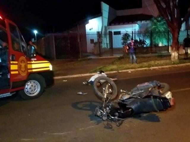 Após invadir cruzamento, motociclista morre ao bater em dois carros - Crédito: Adilson Domingos