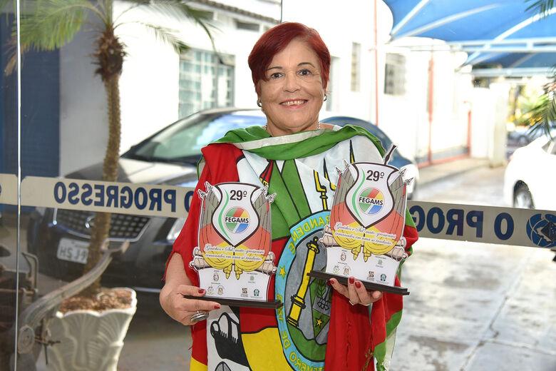 Escritora Odila Lange ganha troféus na 29ª edição do FEGAMS - Crédito: Marcos Ribeiro