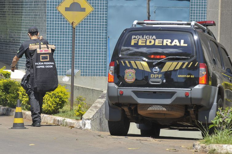 Agentes da PF cumprem mandado de busca no Ministério do Trabalho -