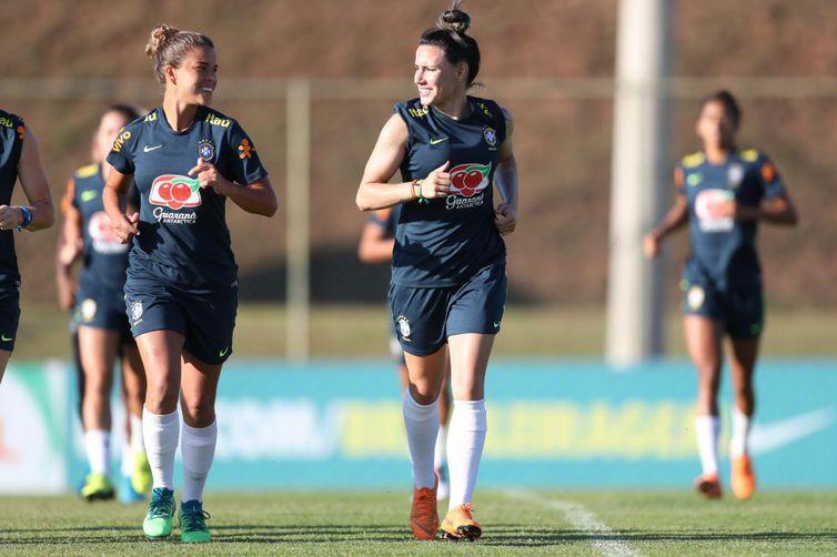 Seleção feminina de futebol já está nos EUA para o Torneio das Nações -