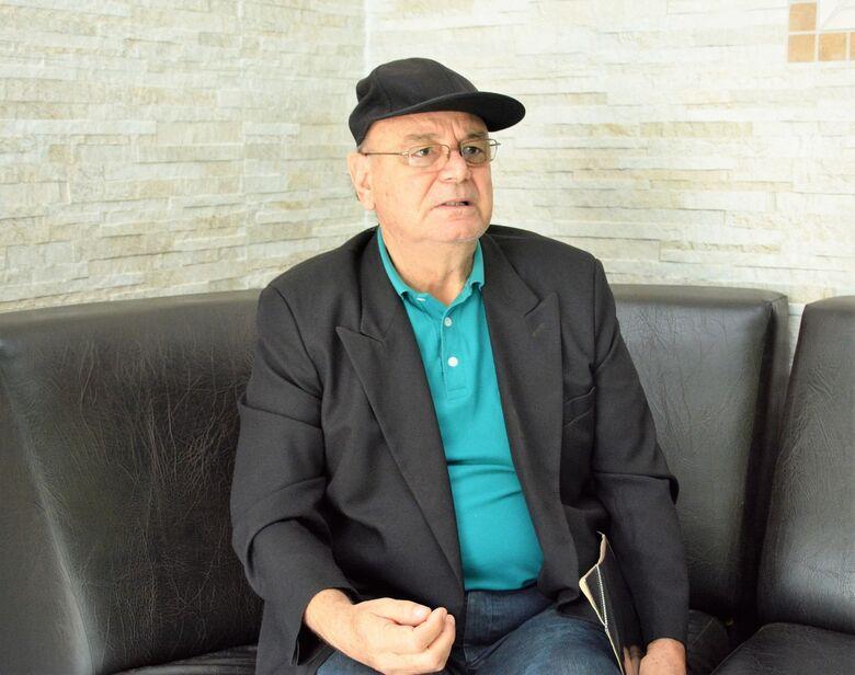 Professor e ex-prefeito de Dourados Laerte Tetila durante visita ao O PROGRESSO - Crédito: Hedio Fazan