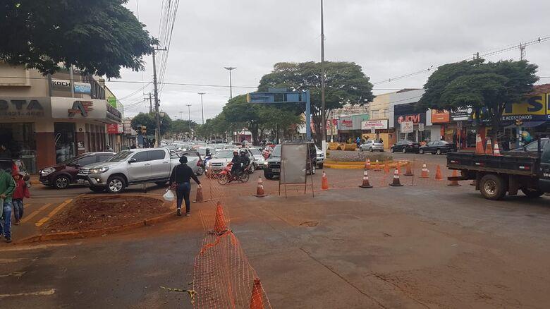 Na tarde desta segunda-feira o trânsito no centro da cidade estava um pouco complicado - Crédito: Das Ruas
