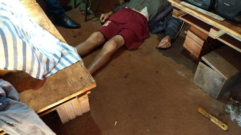 A vítima estava com sinais de violência provocadas por um cabo de machado - Crédito: Cido Costa