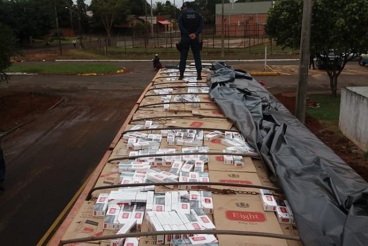 PM apreende carga de contrabando de cigarros em Naviraí - Crédito: Divulgação/PM Naviraí