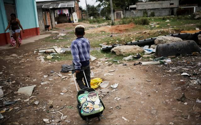 6 em cada 10 crianças e adolescentes brasileiros vivem na pobreza -