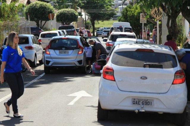 PM alerta sobre estacionamento em locais destinados a vans escolares -