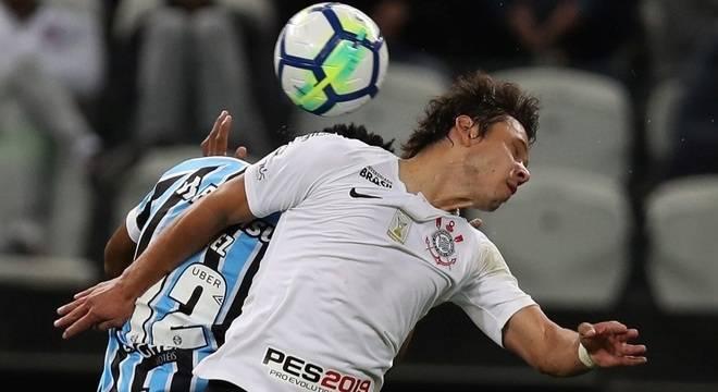 Grêmio vence Corinthians e sobe para 3º lugar no Brasileirão - Crédito: Paulo Whitaker/Reuters