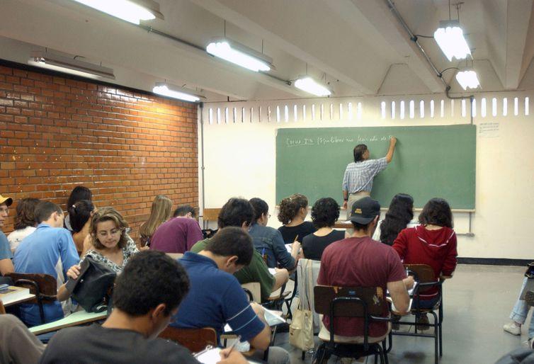 Ministro da Educação garante manutenção de bolsas da Capes em 2019 -