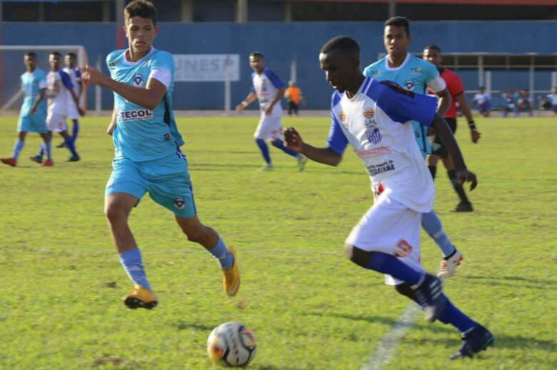 Lance da partida que teve goleada de 5 a 0 em Campo Grande - Crédito: Divulgação/FFMS