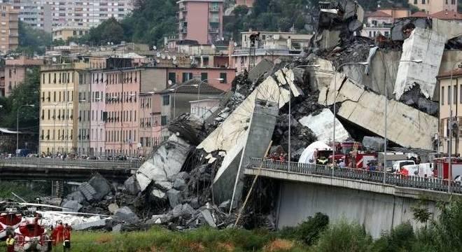 Termina operação de busca em Gênova e número de mortes com desmoronamento de ponte sobe para 43 - Crédito: Stefano Rellandin