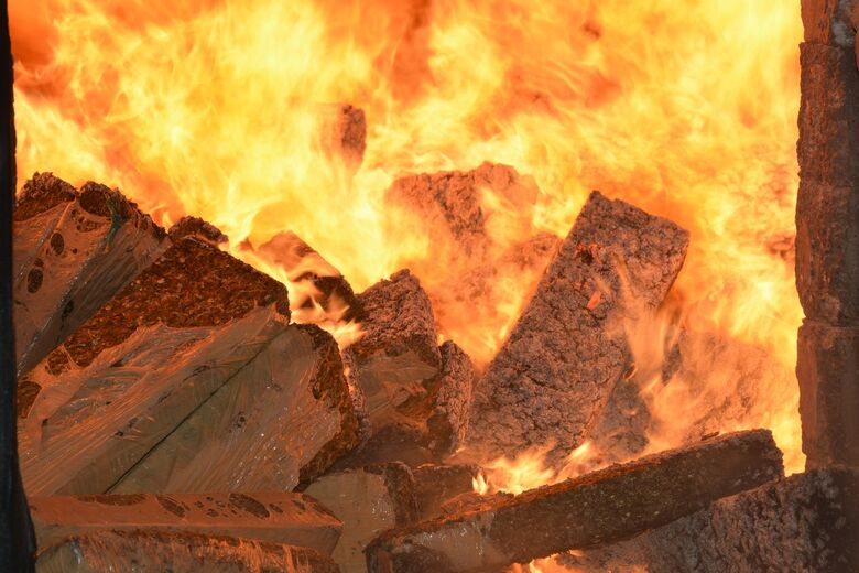 Defron incinera mais de 17 toneladas de drogas - Crédito: Hedio Fazan