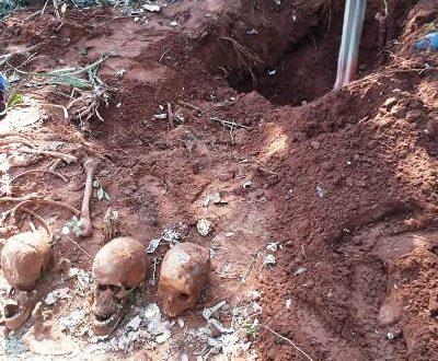 Fossa com restos mortais é encontrada na fronteira -