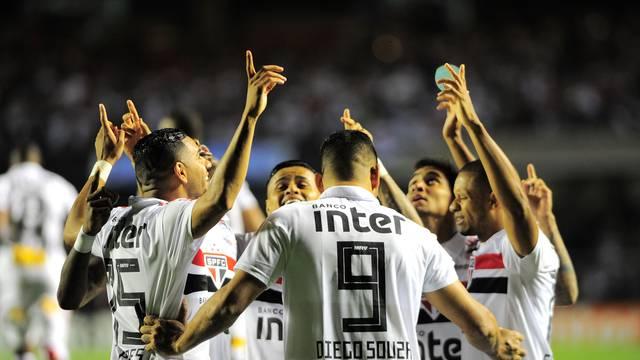 Jogadores do São Paulo comemoram gol no domingo - Crédito: Marcos Ribolli