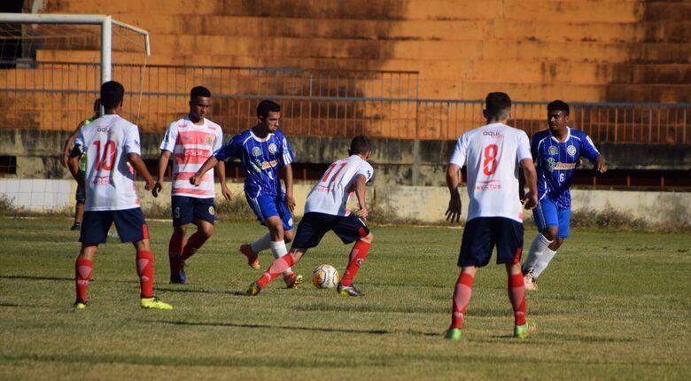 Lance do jogo entre Sete e Costa Rica, ocorrido no sábado em Dourados - Crédito: Noé Faria