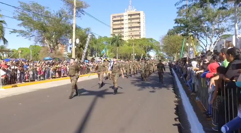 Lotada, principal avenida de Dourados é palco do desfile de 7 de Setembro - Crédito: Divulgação