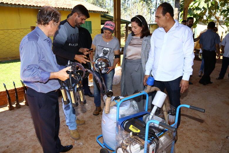 Délia entrega equipamentos para comunidade rural na região de Macaúba - Crédito: A. Frota