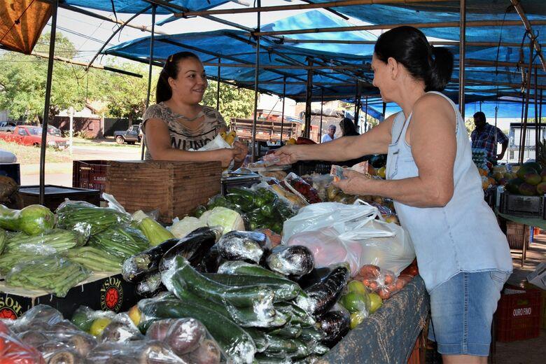 Muito mais que barracas e feirantes, a feira livre é um comércio afetivo - Crédito: Hedio Fazan