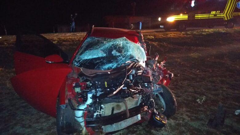 HB20 ficou totalmente destruído na colisão ocorrida no início da noite desta terça - Crédito: Cido Costa