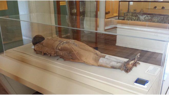 Alunos entravam em transe e sentiam odor de rosas quando estavam perto da múmia. - Crédito: BBC News Brasil