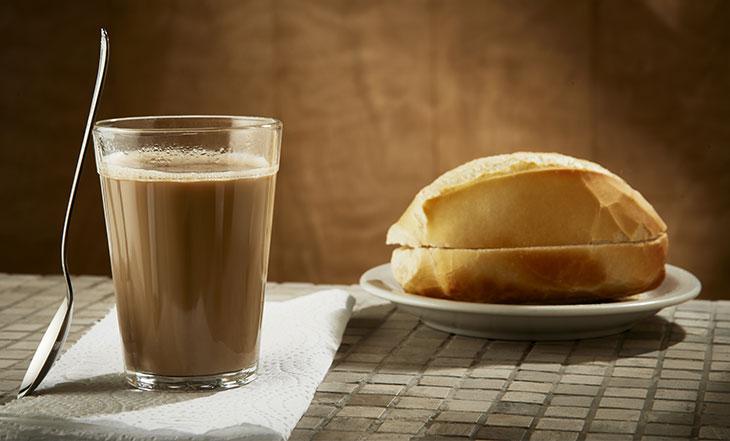 Procon pesquisa preços do pão e do leite em Dourados -