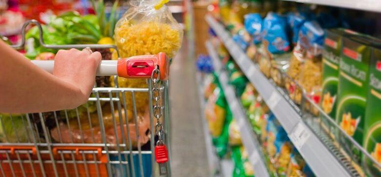 Preço médio da cesta básica cai 0,99% em Dourados -