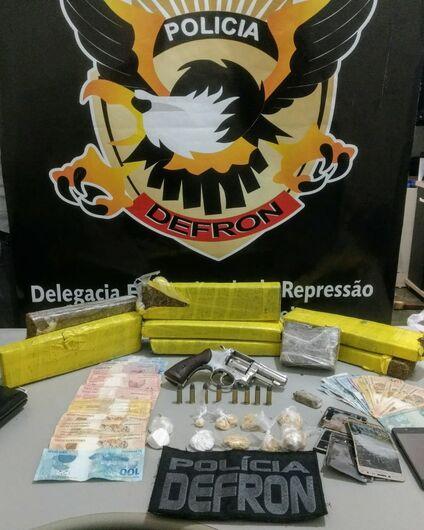 DEFRON prende 3 pessoas, apreende arma, munições e drogas - Crédito: Divulgação/Defron