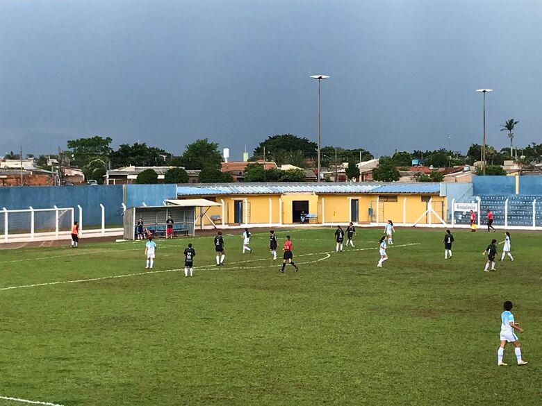 Lance do jogo de quinta-feira entre Moreninhas e Operário - Crédito: Divulgação/FFMS