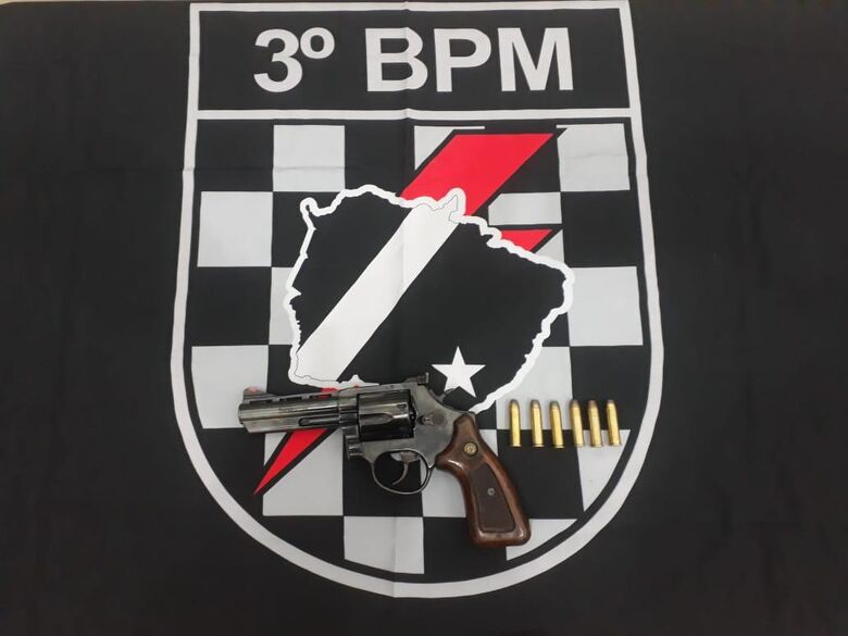 Força Tática de Dourados apreende mais uma arma de fogo no residencial Idelfonso - Crédito: Divulgação/PM Dourados
