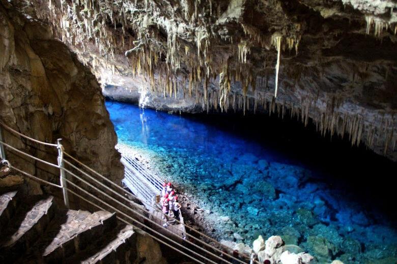 Gruta do Lago Azul em Bonito é um dos mais fascinantes pontos turísticos do Brasil - Crédito: Divulgação