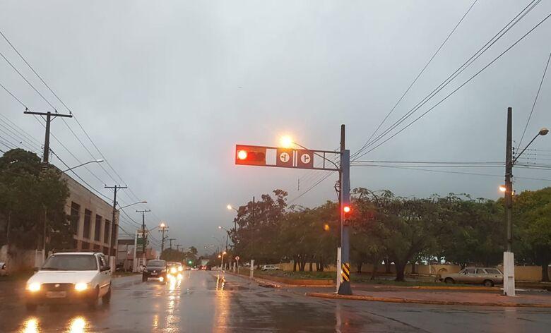Chuva nesta quarta durou quase um terço do dia e ultrapassou 70 milímetros em Dourados - Crédito: Luiz Radai
