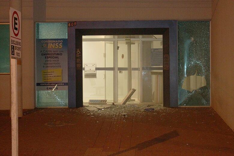 Bandidos explodem agências bancárias em Chapadão do Sul - Crédito: Reprodução Internet