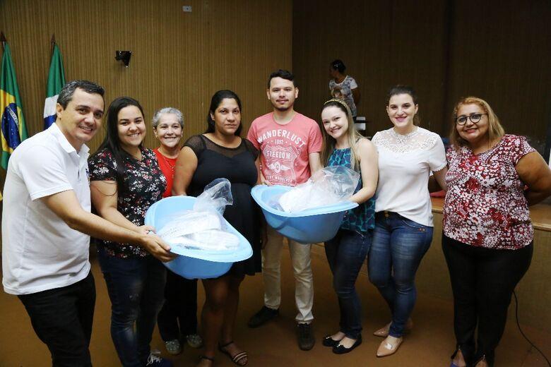 """Gestantes recebem kits para bebê no projeto """"Cuidar e Gestar"""" da Prefeitura - Crédito: A. Frota"""