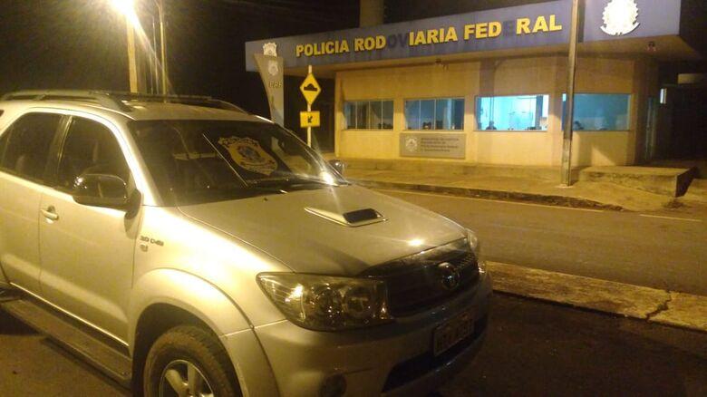 Bandidos invadem casa, amarram vítimas e roubam caminhonete em Itaporã - Crédito: PRF/MS