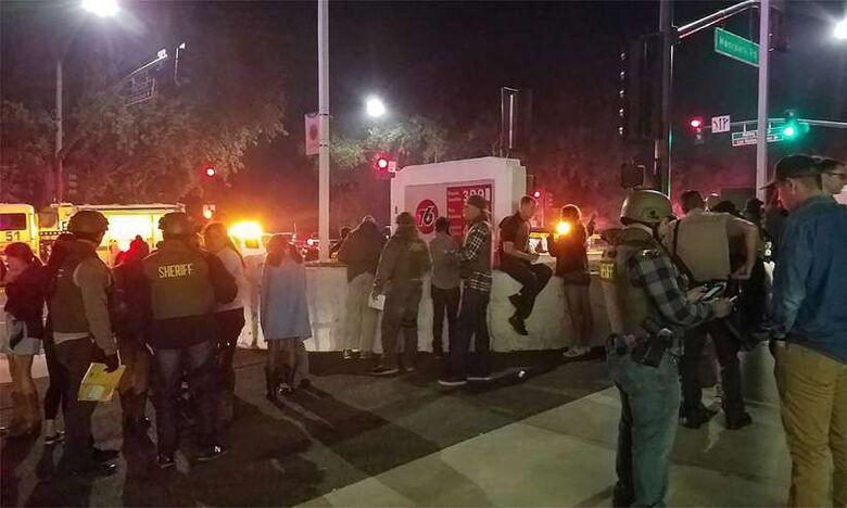 Tiroteio em bar na Califórnia deixa pelo menos 12 mortos - Crédito: Jeremy CHILDS / USA Today / AFP