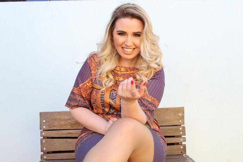 Cantora Ana Karla inaugura nova fase na carreira com a música Desistente - Crédito: Divulgação