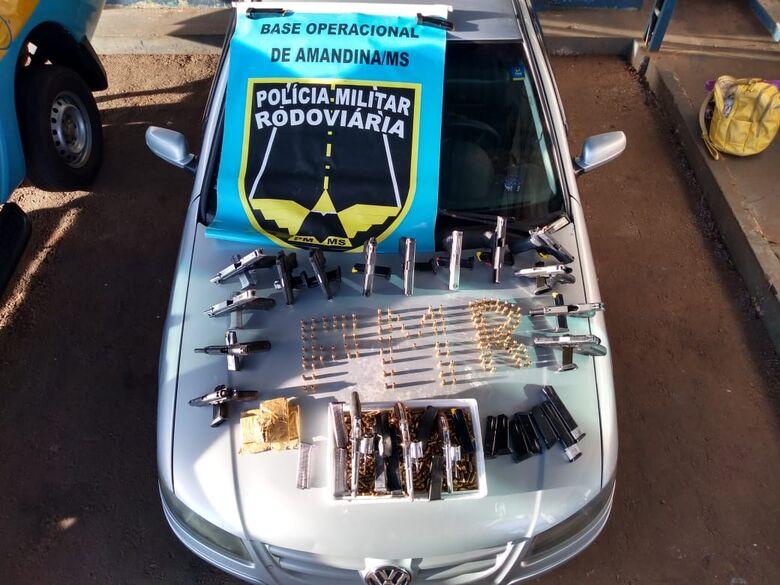 PMR prende 2 mulheres com arsenal escondido no tanque de combustível de carro - Crédito: Divulgação/PMRv