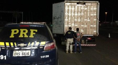 PRF apreende 250 mil maços de cigarros em caminhão adulterado - Crédito: Divulgação/PRF