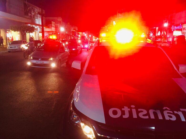 PM recupera veículo roubado, apreende armas, drogas e prende 17 pessoas durante final de semana em Dourados - Crédito: Divulgação/PM Dourados
