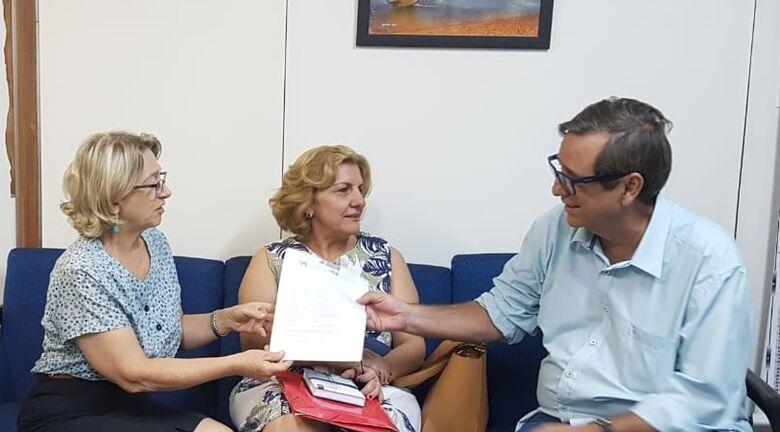Tânia, Iracema e Bosco, em reunião na qual discutiram detalhes de campanha. - Crédito: Pedro Amaral