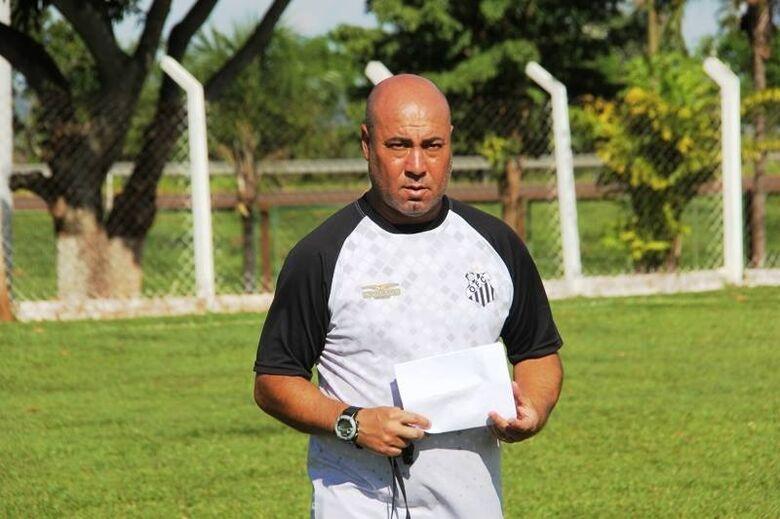 Técnico Arilson comanda o Operário na volta à Copa do Brasil - Crédito: Divulgação/OFC