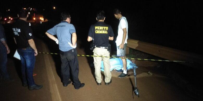 Com o impacto da colisão, pedestre morreu na hora - Crédito: Cido Costa
