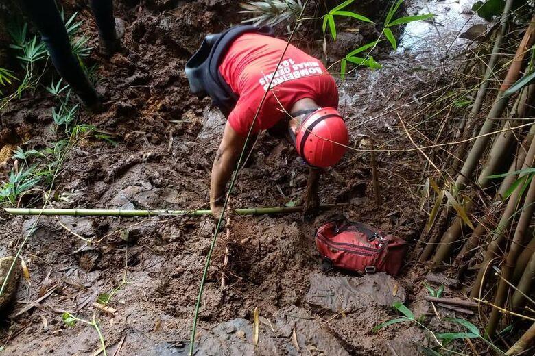 Militares dos Bombeiros seguem nas buscas das vítimas - Crédito: Divulgação Corpo de Bombeiros de Minas Gerais