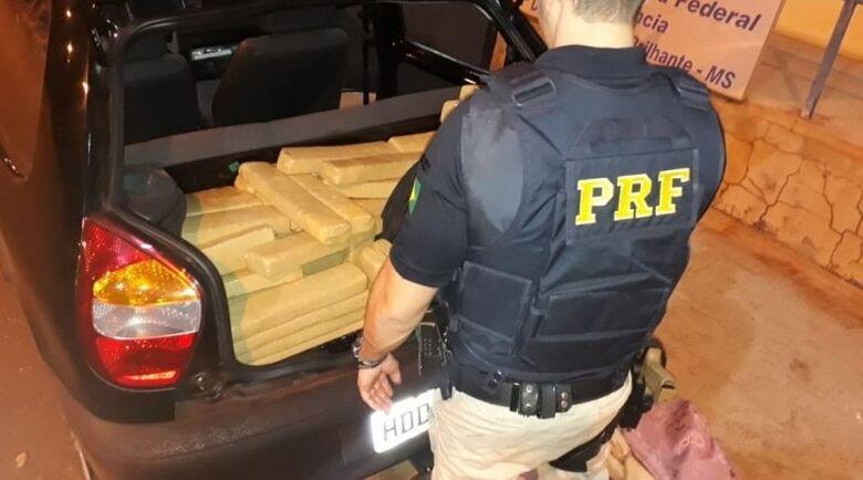 Droga estava no porta-malas do veículo com placas clonadas - Crédito: Divulgação/PRF