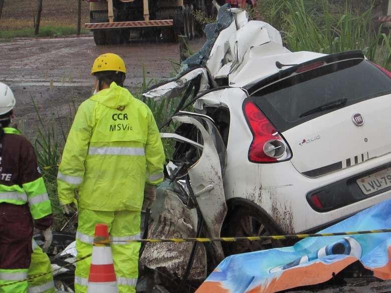 Vítima ficaram presas nas ferragens - Crédito: Rodrigo Rodrigues/Nova Alvorada News