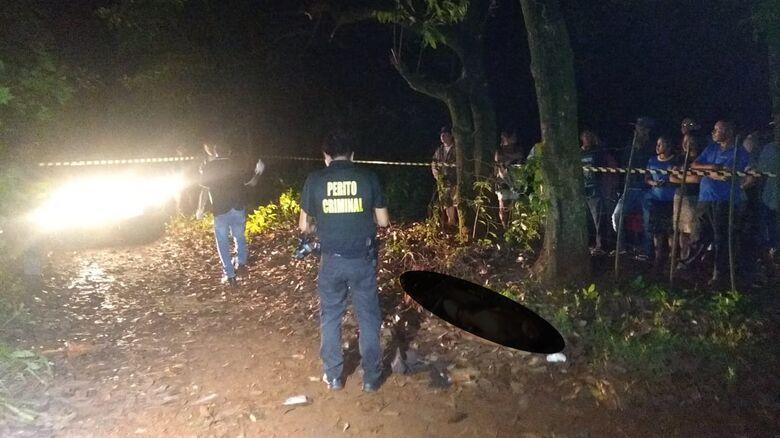 Jovem morreu em frente de sua residência - Crédito: Cido Costa/Dourados Agora