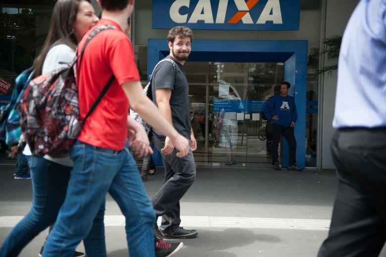 Lote é destinado a trabalhadores da iniciativa privada nascidos em maio e junho e servidores públicos com final da inscrição 8 e 9 - Crédito: Arquivo/Agência Brasil